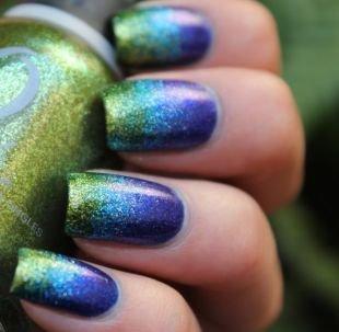 Радужный маникюр, фиолетово-зеленый с блестками градиентный маникюр