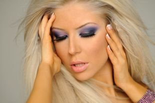 Макияж под фиолетовое платье, макияж для блондинок с акцентом на глаза