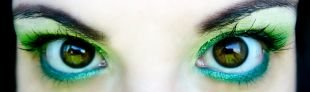 Макияж для тёмно зелёных глаз и тёмных волос, яркий летний макияж для зеленых глаз