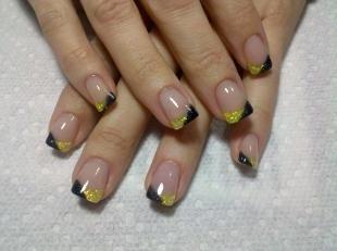 Золотой френч, французский маникюр на нарощенных ногтях