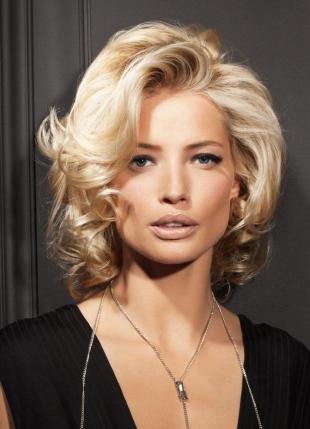 Цвет волос скандинавский блондин, вечерняя прическа в ретро-стиле