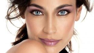 Макияж под фиолетовое платье, восхитительный макияж для голубых глаз