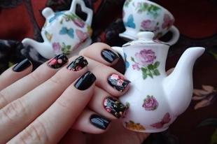 Маникюр с розами, цветочный маникюр с наклейками