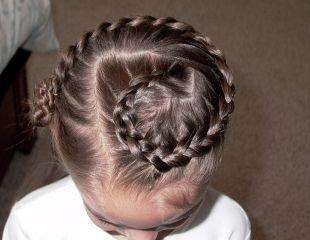 """Праздничные прически для девочек на средние волосы, детская прическа на выпускной """"змейка"""""""