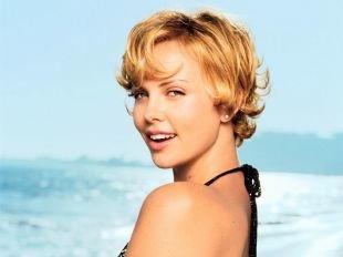 Цвет волос золотистый блонд, короткие стрижки для женщин после 40 лет - небрежные кудри