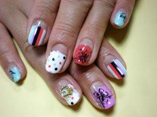 Красные ногти с рисунком, яркий маникюр с многоцветным дизайном