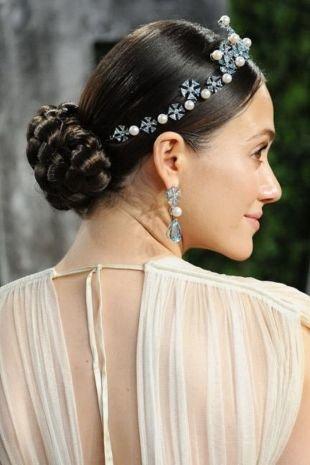 Прически с косой на средние волосы, аристократическая прическа на средние волосы