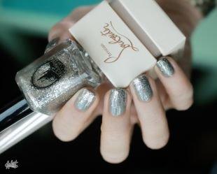 Рисунки на квадратных ногтях, серый маникюр с блестками