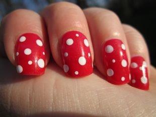 Красные ногти с рисунком, маникюр шеллак - мухомор