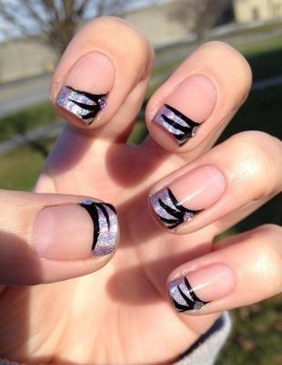 Двойной френч на ногтях, френч голографическим лаком