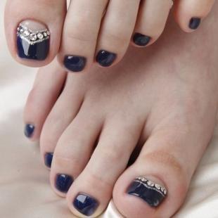 Рисунки блестками на ногтях, модный цвет лака для педикюра
