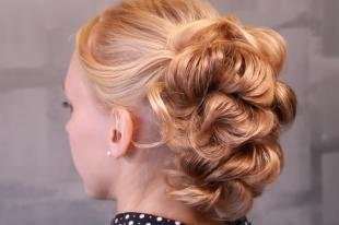 Персиковый цвет волос, красивая прическа на свадьбу