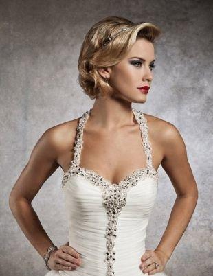 Свадебные прически с диадемой, элегантная свадебная прическа на короткие волосы