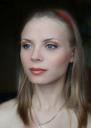 Свадебный макияж в персиковых тонах, дневной макияж для голубых глаз и русых волос