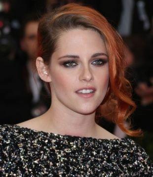 Светло медный цвет волос, вечерний макияж для рыжих с серыми глазами