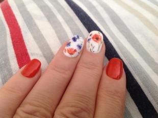 """Красный маникюр, дизайн ногтей """"маки"""""""