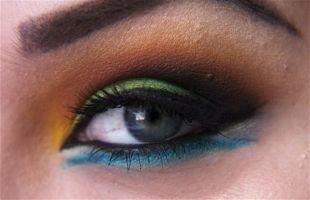 Макияж для голубых глаз под голубое платье, яркий арабский макияж