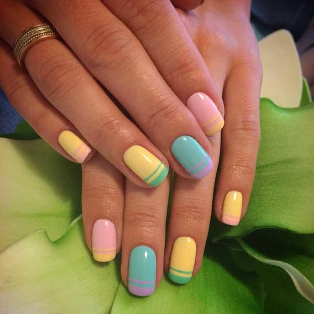Дизайн разноцветный френч ногтей
