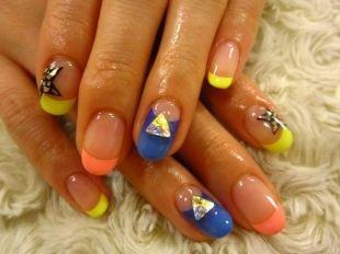 Радужный френч цветными гелями, яркий френч с камнями и звездным принтом