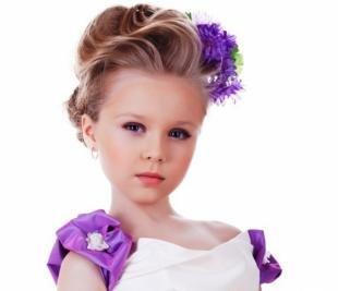 Праздничные детские прически на длинные волосы, детская прическа с аксессуарами для волос