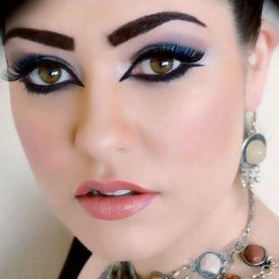 Макияж для шатенок, выразительный яркий арабский макияж