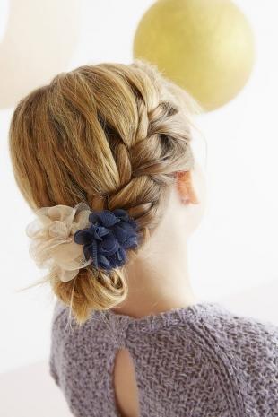 Золотисто русый цвет волос, легкая прическа в школу