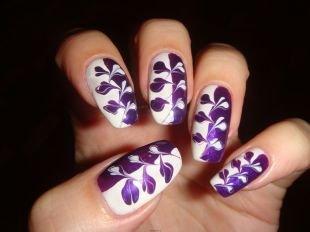 Дизайн ногтей, необычный бело-фиолетовый маникюр с узором
