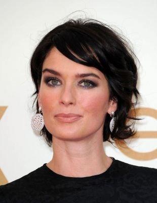 Иссиня-черный цвет волос, короткая стрижка для женщин после 40 лет - небрежная укладка