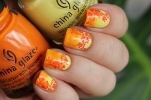 Осенние рисунки на ногтях, градиентный маникюр со стемпингом