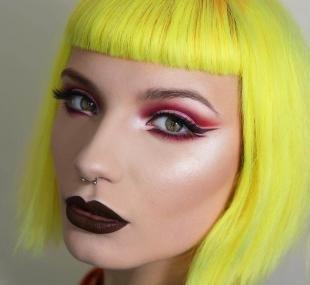 Арт макияж, красный макияж глаз бабетта
