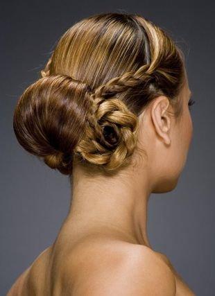 Прически с плетением на выпускной на длинные волосы, греческая прическа