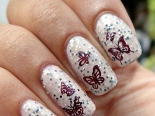 Рисунки с бабочками на ногтях, светлый маникюр с бабочками