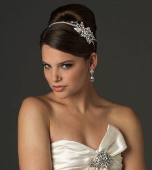 """Свадебные прически с диадемой на средние волосы, свадебная прическа на средние волосы """"бабетта"""""""