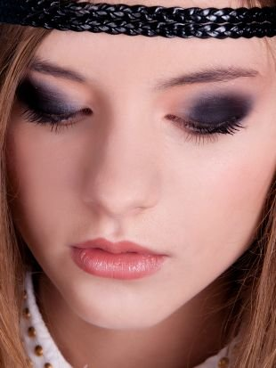 Темный макияж для серых глаз, насыщенный макияж смоки айс