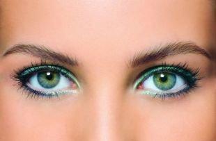Макияж для зеленых глаз под зеленое платье, броский макияж для зеленых глаз