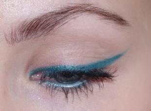 Макияж для голубых глаз и русых волос, макияж глаз с помощью голубого карандаша