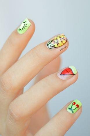 Рисунки на маленьких ногтях, летний маникюр с рисунками фруктов - киви, ананас, арбуз, вишня