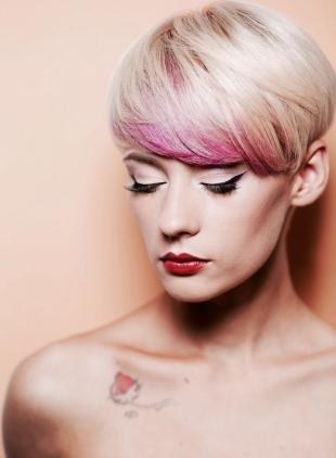 Цвет волос перламутровый блондин, модное окрашивание на короткие волосы