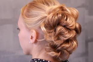 Цвет волос медовый блонд, красивая прическа на свадьбу