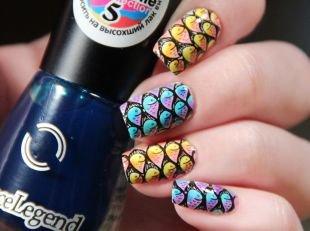 """Черный дизайн ногтей, яркий маникюр """"рыбки"""""""