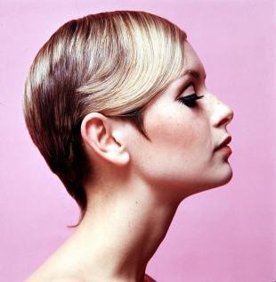 Прически в стиле 70 х годов на короткие волосы, короткая стрижка в стиле твигги