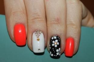 Коралловые ногти с рисунком, трехцветный дизайн ногтей со стразами и цветочным рисунком