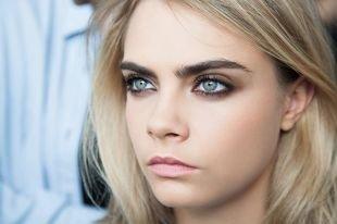 Макияж для блондинок с голубыми глазами, легкий дымчатый макияж для фотосессии
