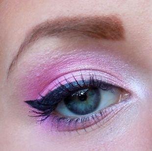 Макияж для блондинок с голубыми глазами, макияж для серо-голубых глаз в розовых тонах