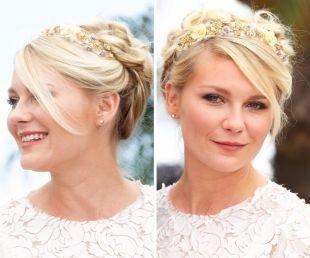 Цвет волос перламутровый блондин, прическа афродиты с цветочным ободком