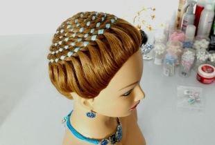 Русый цвет волос на длинные волосы, прическа с плетением «улитка»