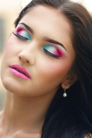 Летний макияж для карих глаз, праздничный макияж под розовое платье