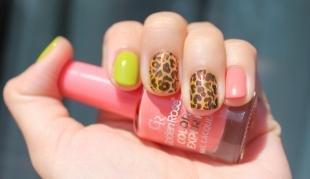 Маникюр на осень, маникюр с наклейками - леопардовый принт